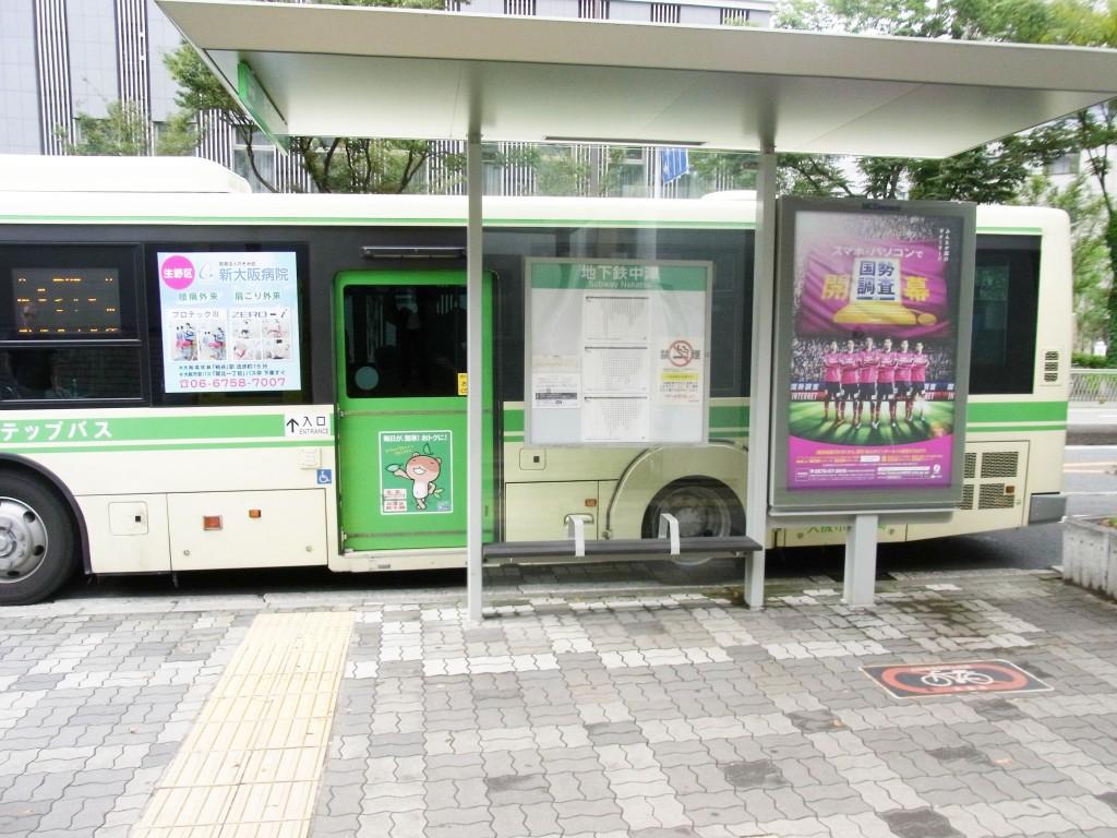 中津駅を出たところのバス停