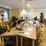 common room NAKATSU のコワーキングスペースのメインデスク