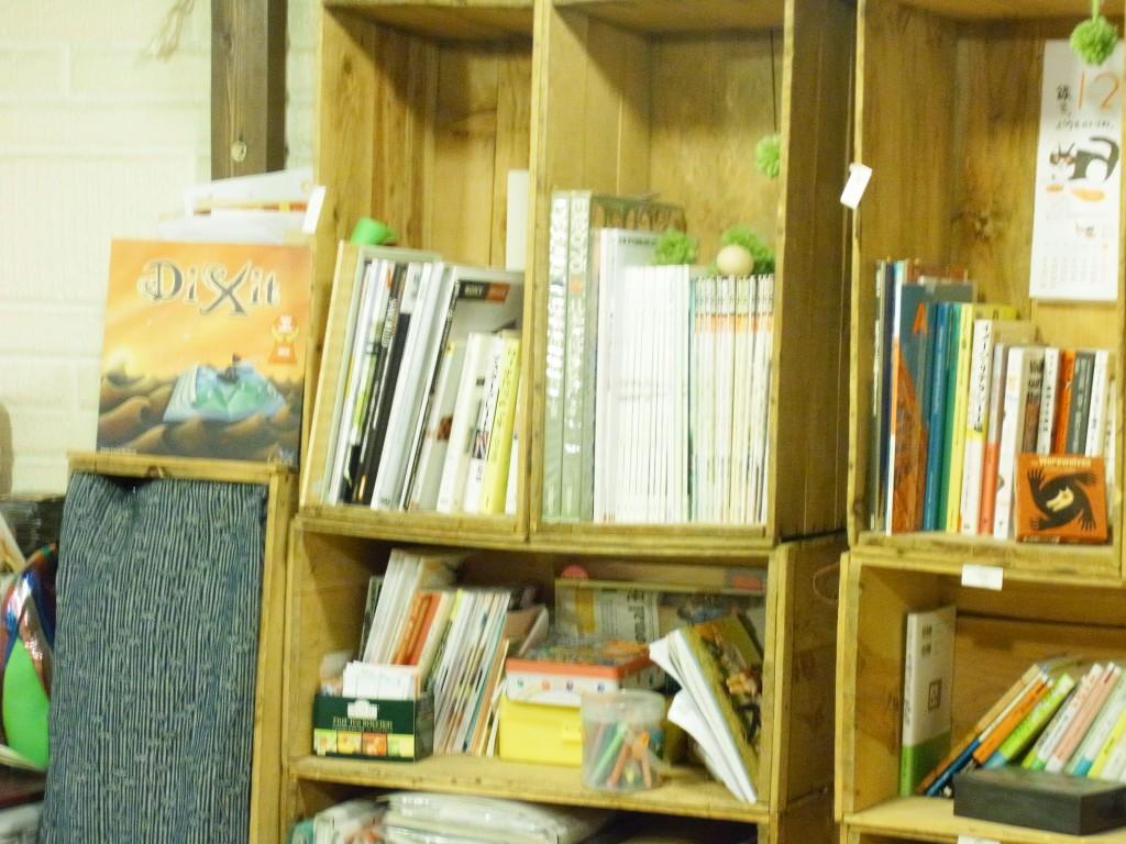 コワーキングスペース往来の本棚