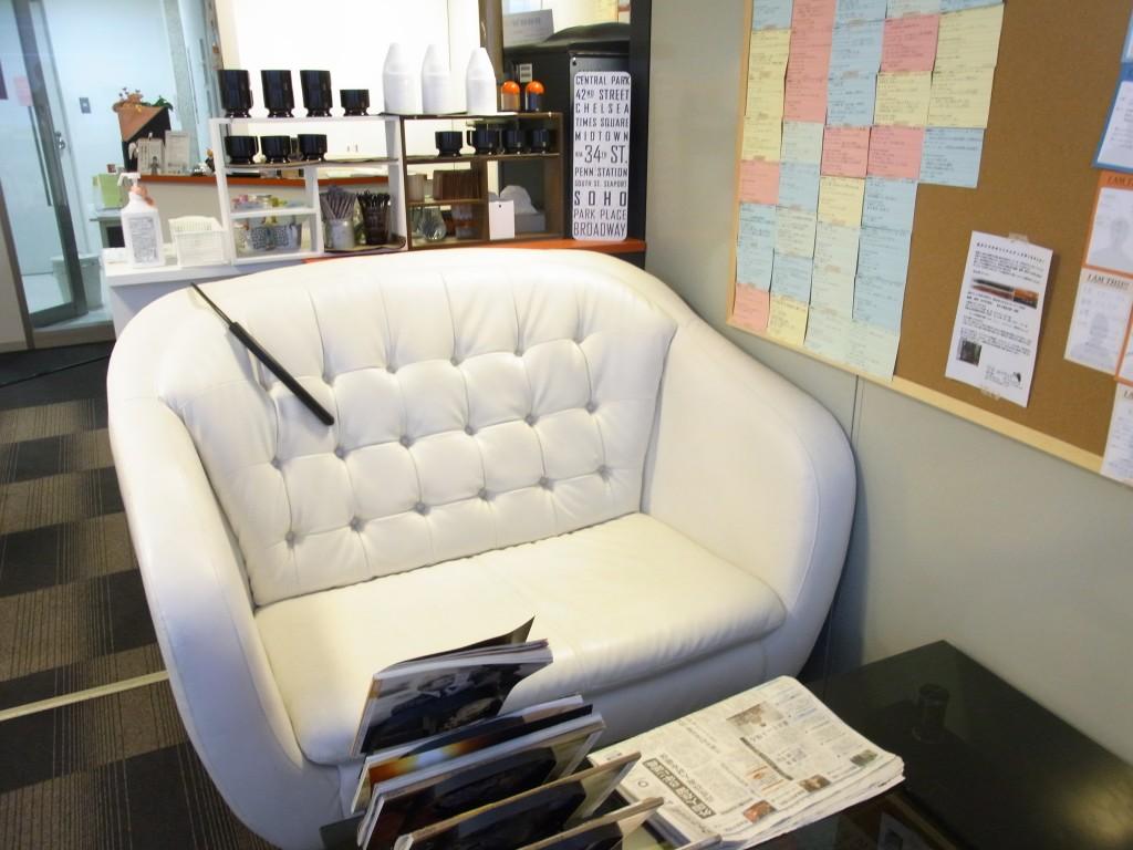 勉強カフェのソファースペース
