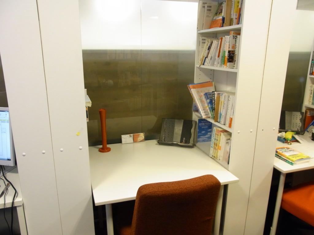 勉強カフェのブース席