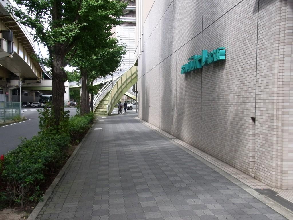 ホテルラフォーレ新大阪の横