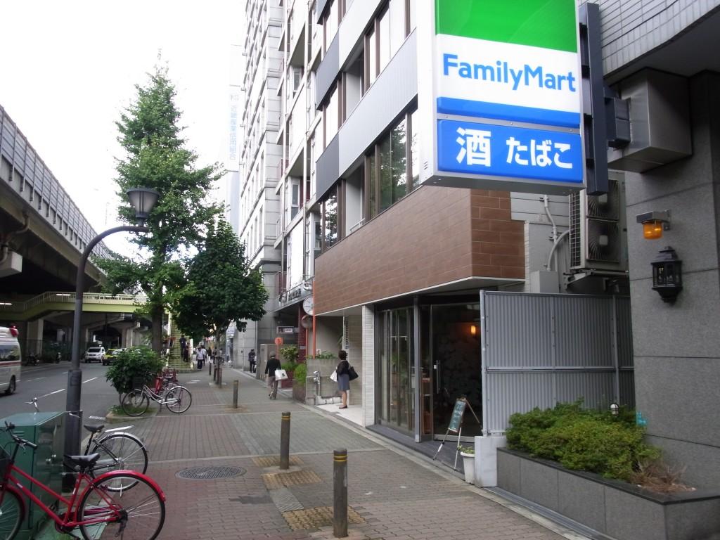 新大阪クロッシングの横のファミリーマート