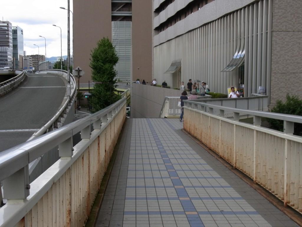 新大阪の歩道橋