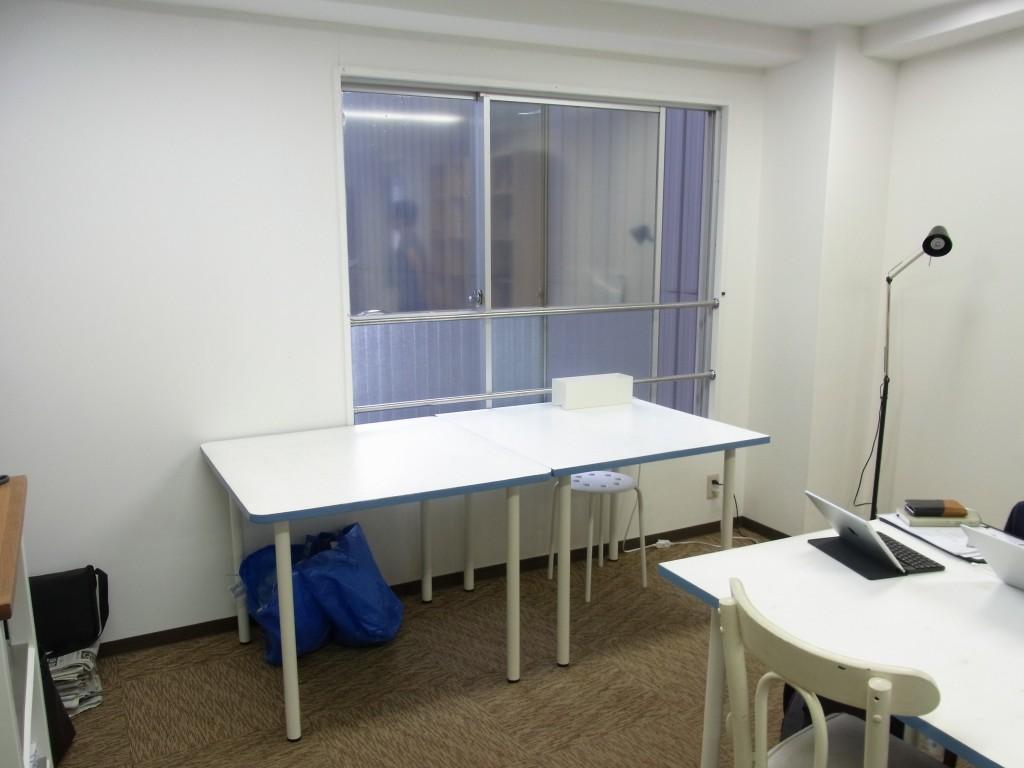 新大阪コワーキングスペース Crossingの窓側の座席