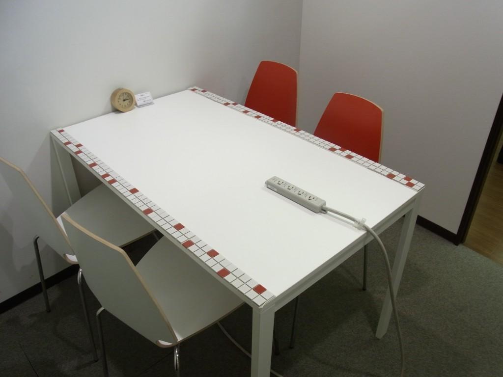 PLAY JOB の会議室中