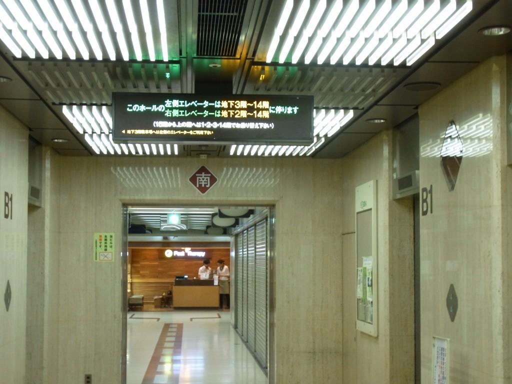 大阪駅前第4ビルのエレベータ