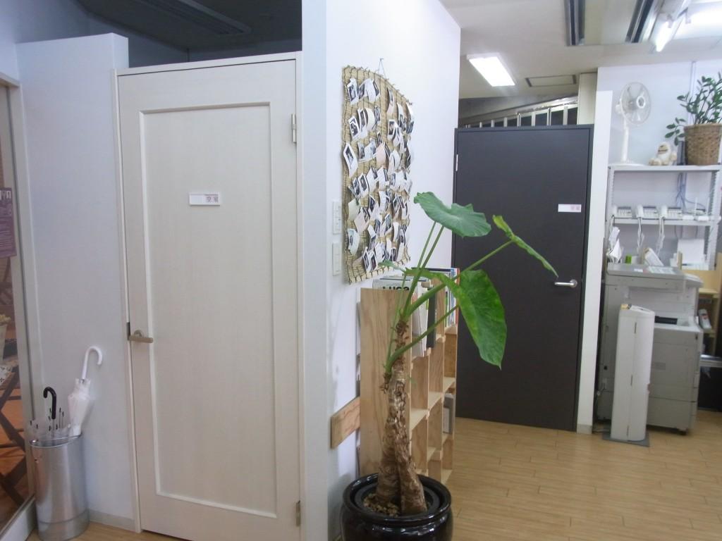 plug078の会議室の入口