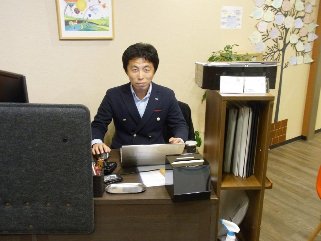 勉強カフェ神戸三宮スタジオのマネジャーの荒井 浩介さん