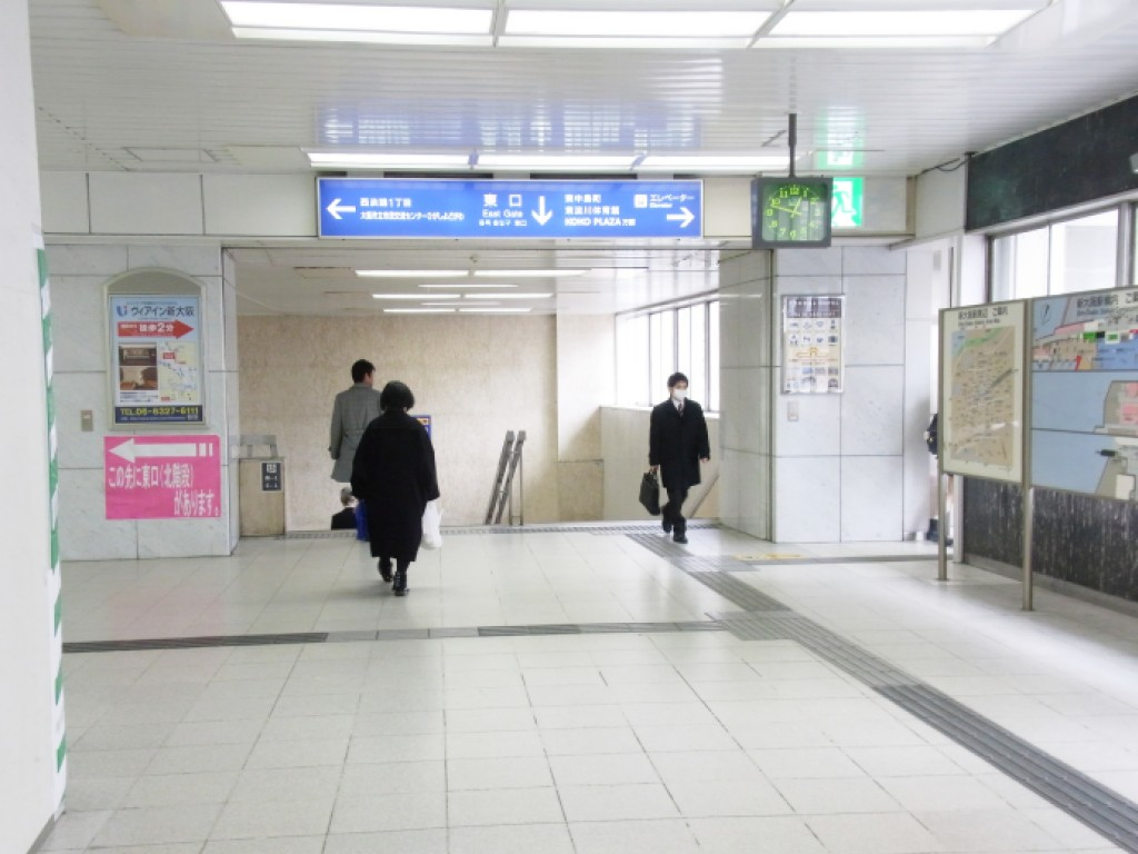 JR新大阪東口への階段