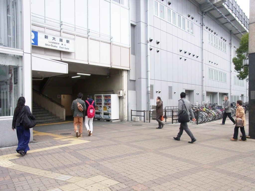 JR新大阪東口を出てフレッシュイン新大阪へ