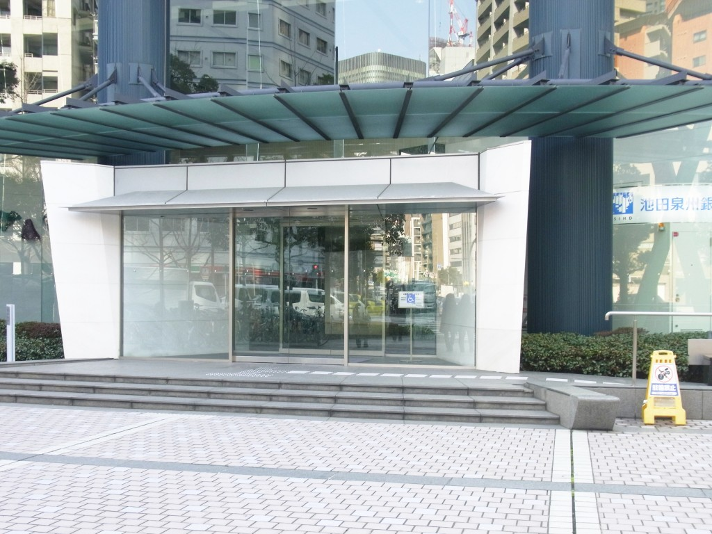 江戸堀センタービルの正面玄関
