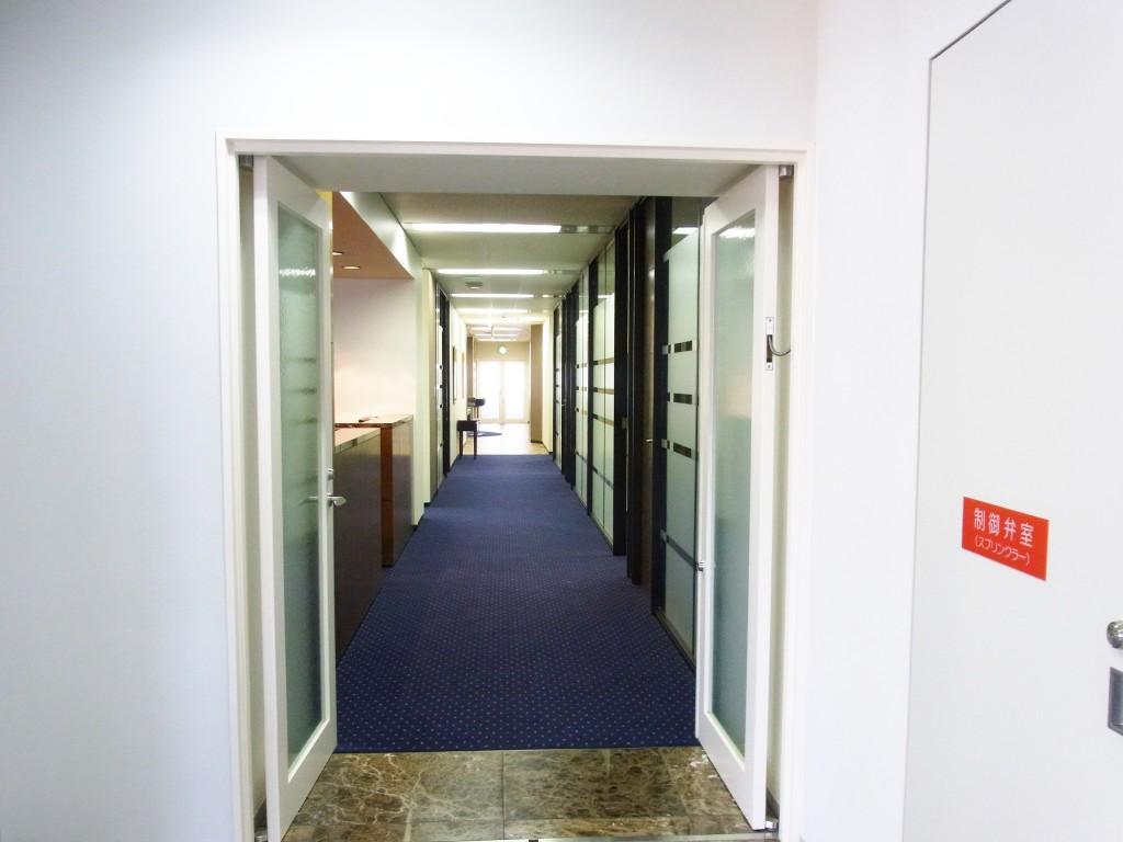 レンタルオフィス部分の通路