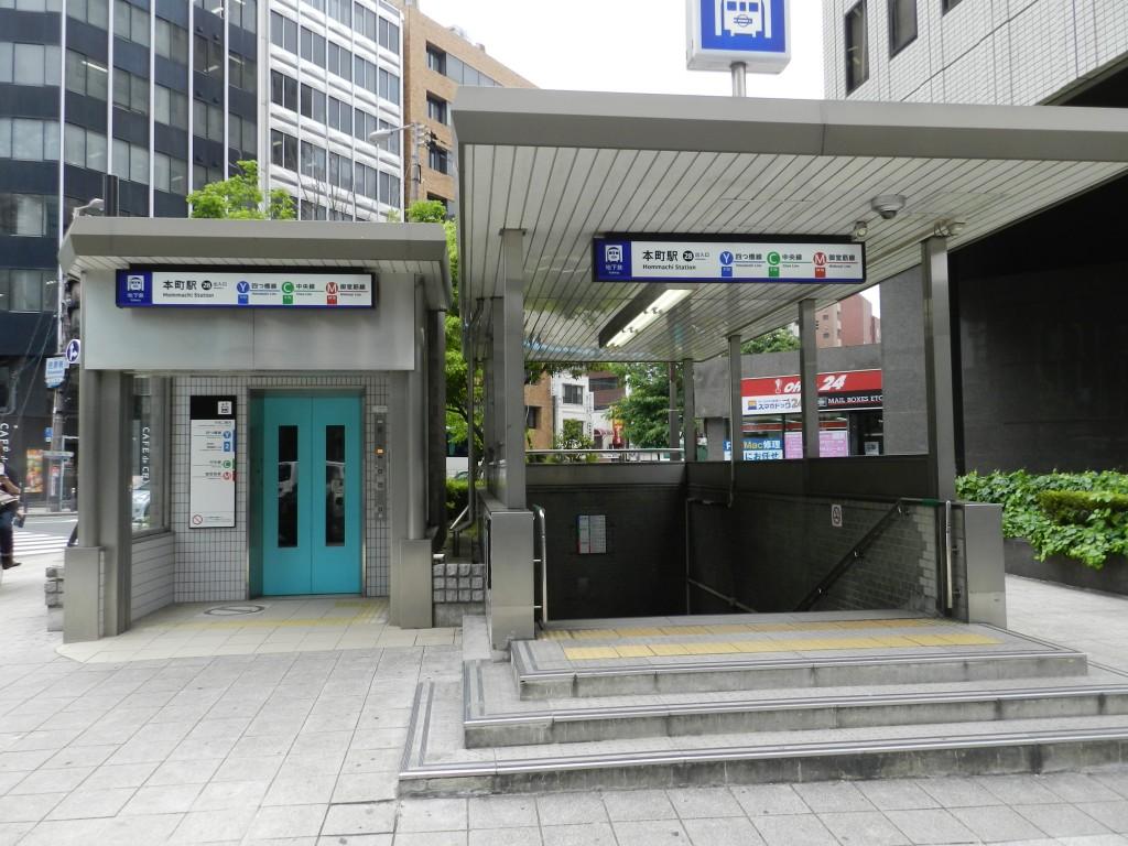 本町駅28番出口を出たところ
