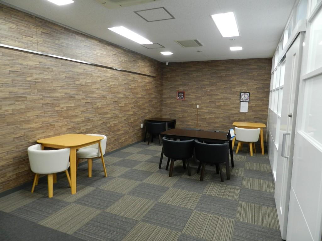 大阪クロススクエアのカフェスペース