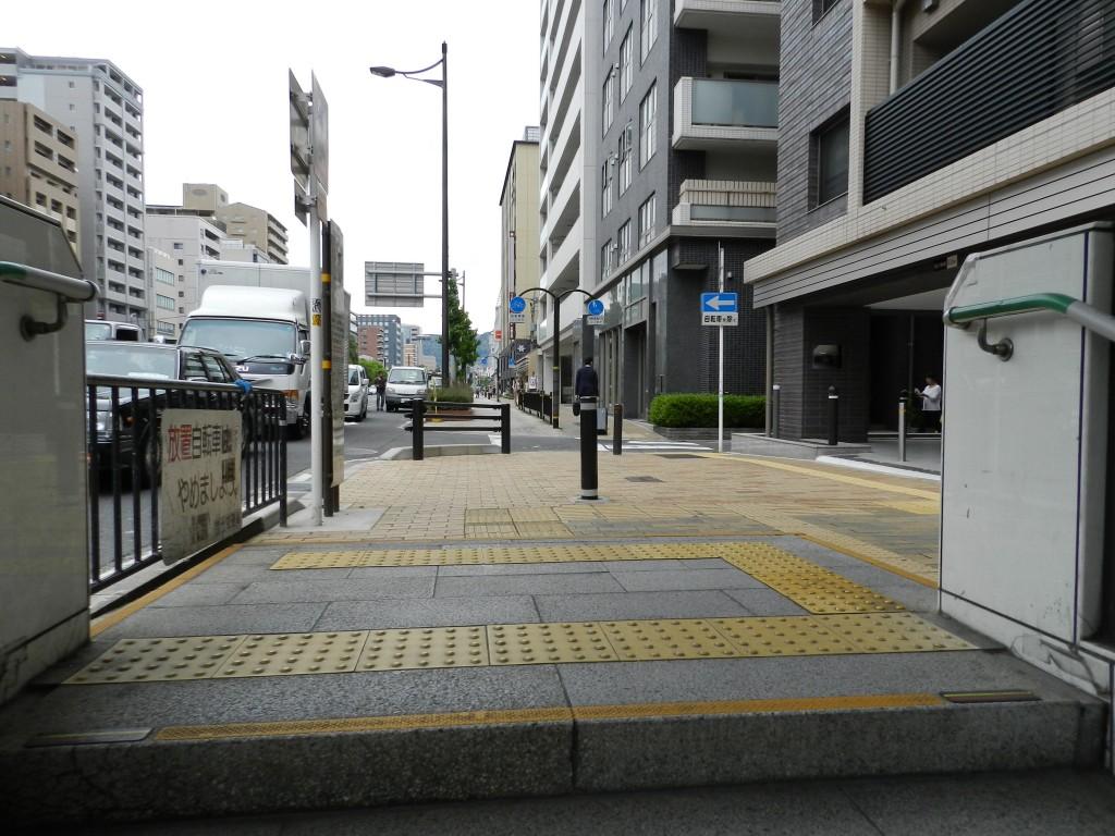 京都市営地下鉄烏丸線五条駅の出口3を出たところ