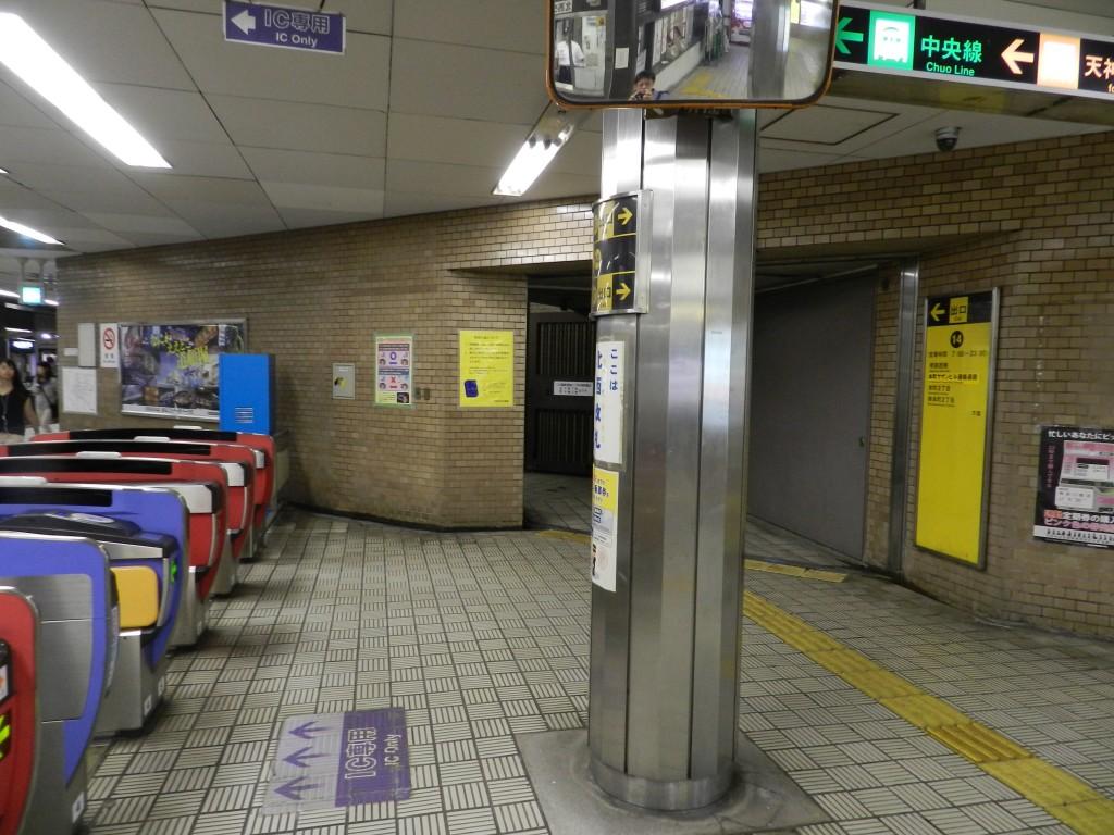 堺筋本町の北西の改札口