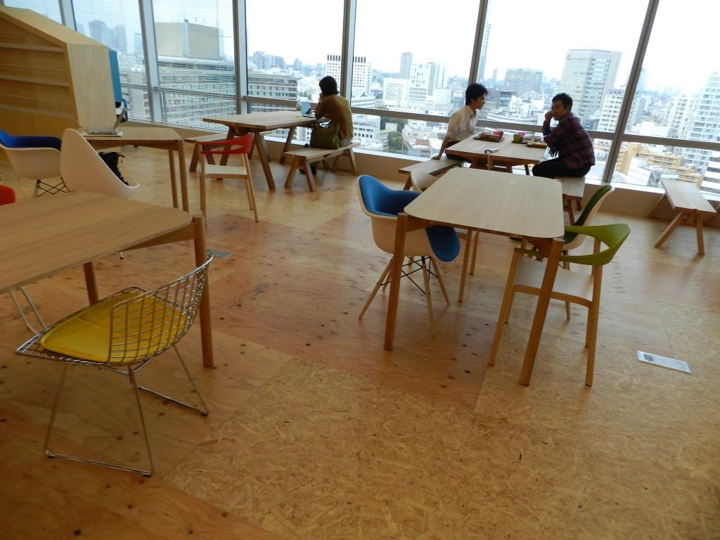 さまざまな椅子や机