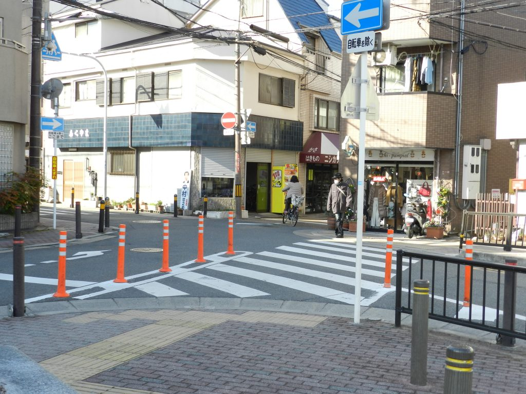 枚方公園駅前の商店街