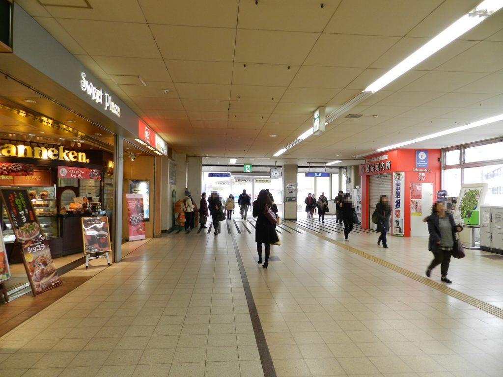 JR高槻駅の構内