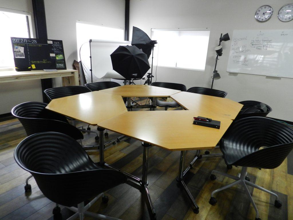 大きなミーティングテーブル