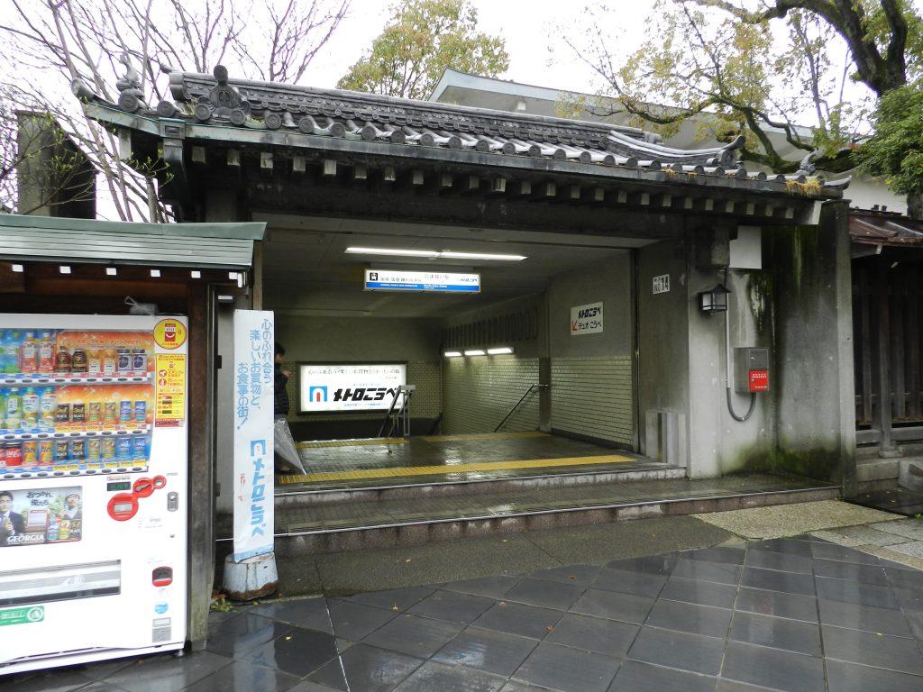 高速神戸駅の地上に出たところ