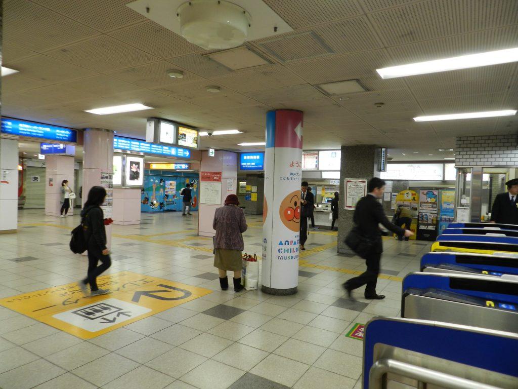 高速神戸駅の東出口を出て右手に進む
