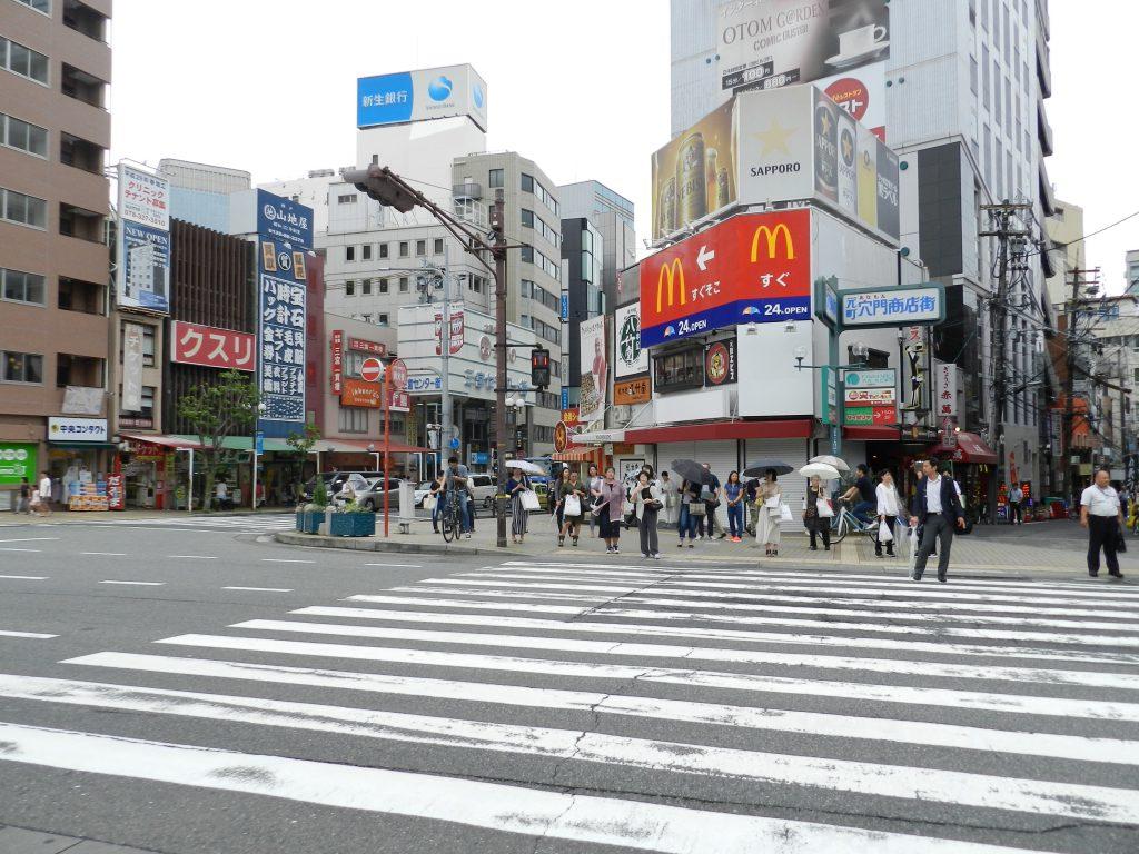 元町駅交番の前の交差点