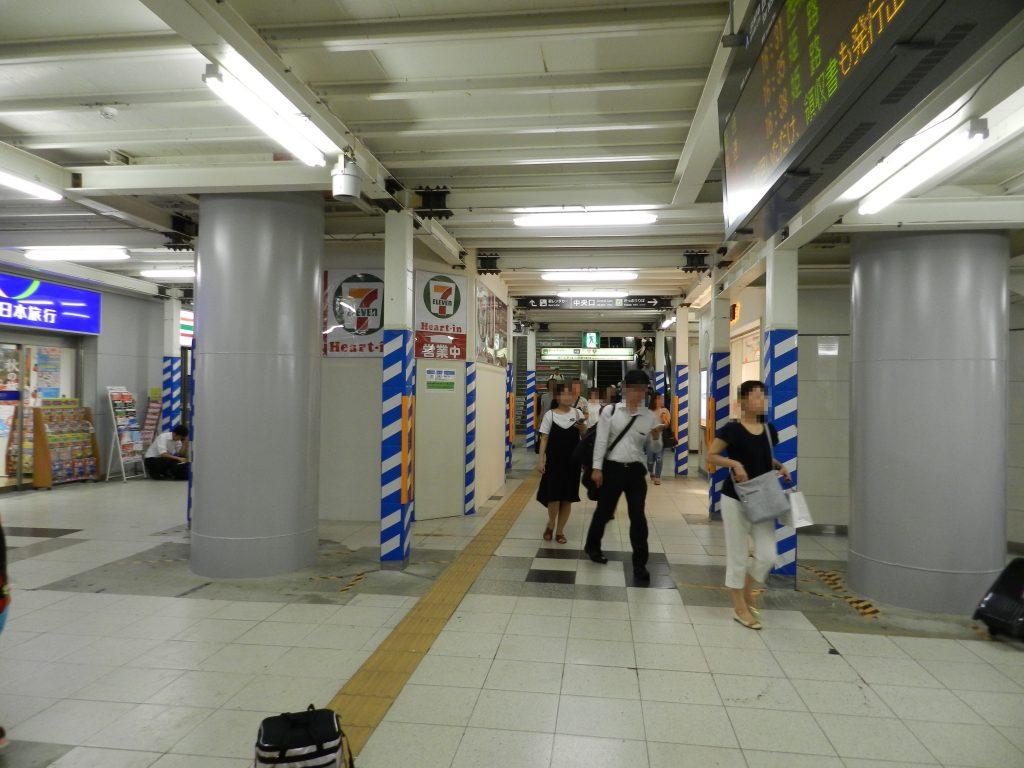 JR三ノ宮駅東改札口を出て右手に進む