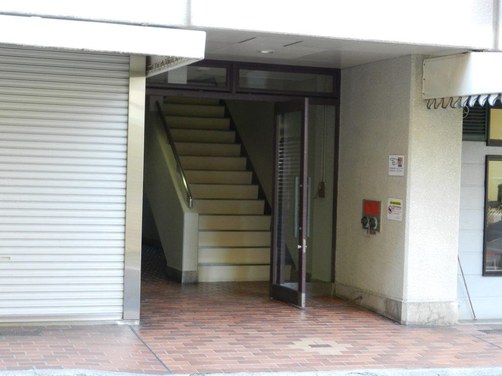 「一般社団法人カフェプレジドン」の入口