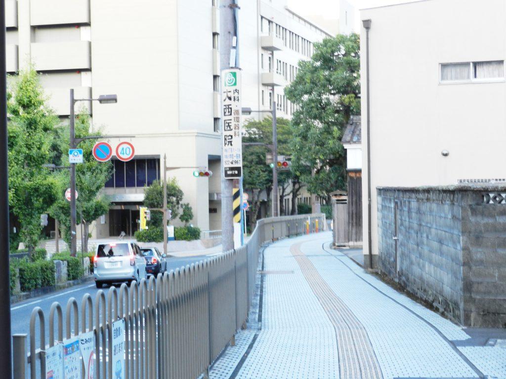 奥に見えるのが滋賀県庁