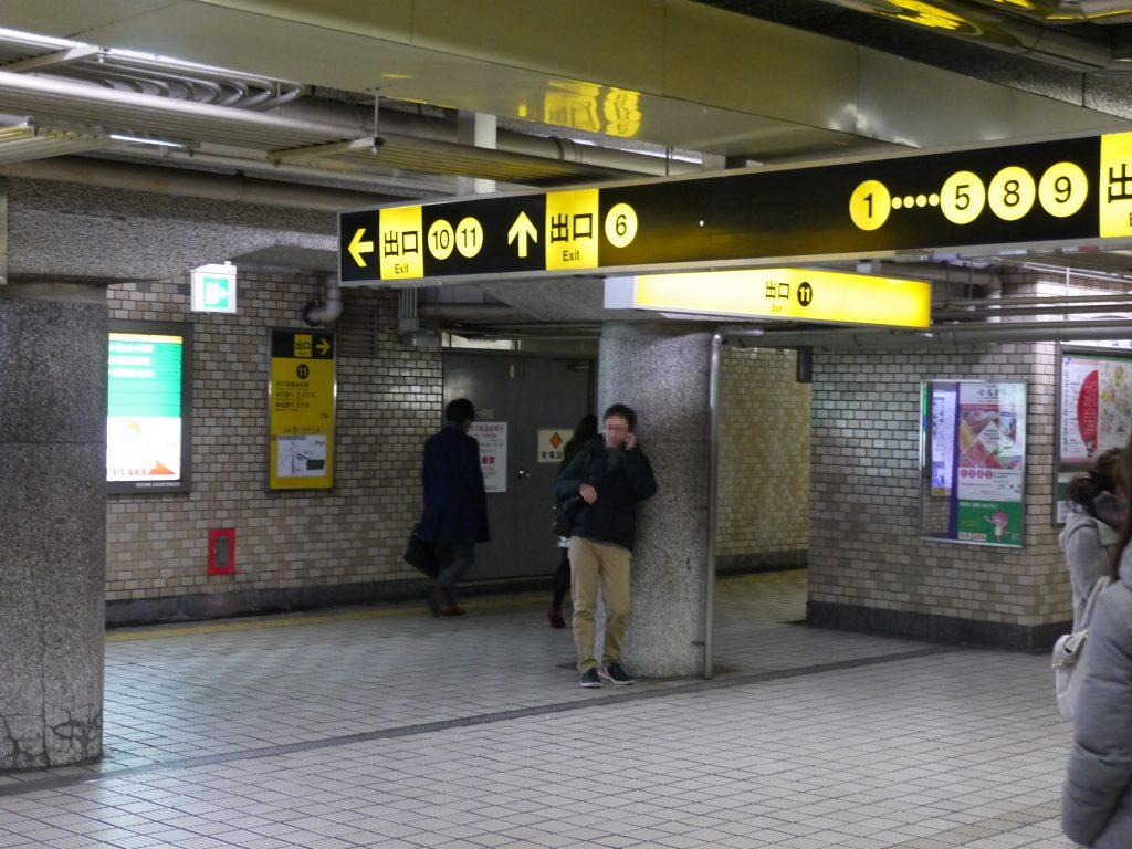 天神橋六丁目駅の11番出口に向かう