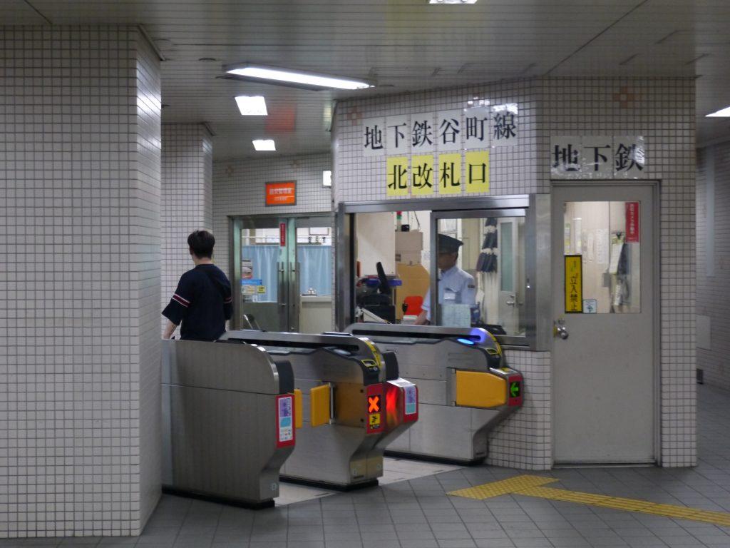 天満橋駅の北改札口から出る
