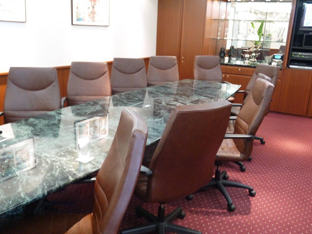 大理石の会議室