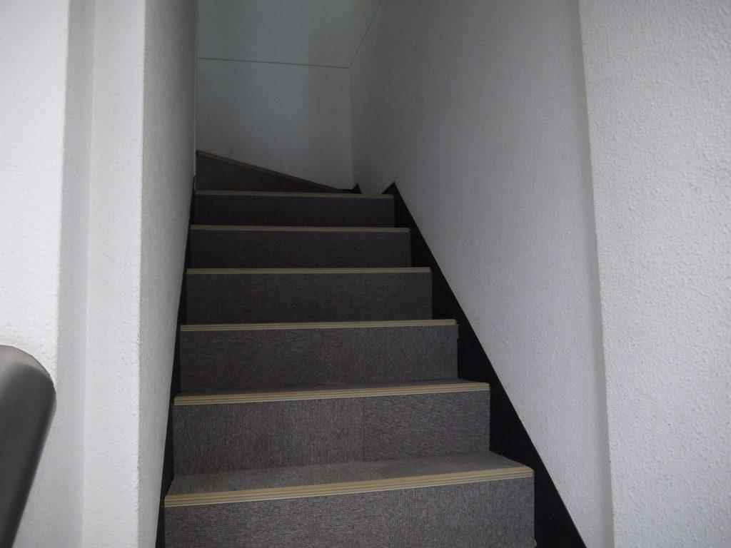 オフィスパーク 赤坂コークスの2階へ